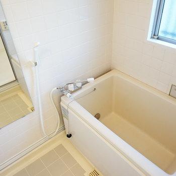浴槽、水栓、鏡、照明を新しく!