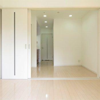 角部屋なので二面採光(※写真は9階の同間取り別部屋のものです)