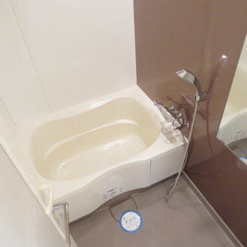 とっても綺麗なお風呂です(※写真は7階の同間取り別部屋のものです)