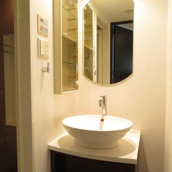 シンプルな洗面台が〇(※写真は7階の同間取り別部屋のものです)