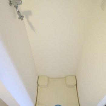 玄関横の洗濯機置き場が