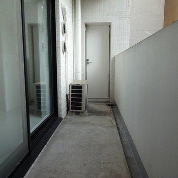 ベランダ南向きが気持ち良い!※写真は3階の同間取り別部屋のものです。