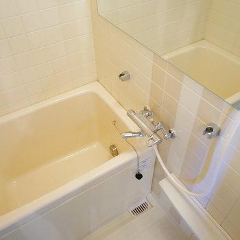 浴槽、水栓、鏡、照明を新しく※写真はイメージです