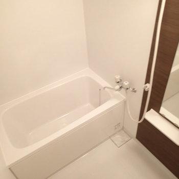 お風呂もまっさら新品です。(※写真は別部屋)