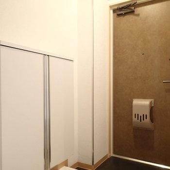 玄関はこちら。(※写真は別部屋)