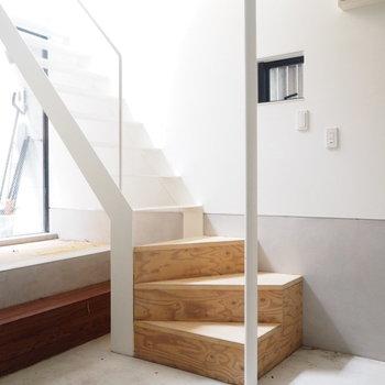 【1階】階段に座って過ごす時間もいいかもなあ※写真は前回募集時のものです