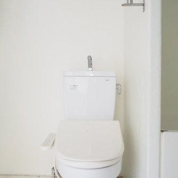 【2階】トイレまで床がコンクリートなんてとってもモダン※写真は前回募集時のものです