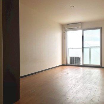 陽当り良好◎※写真は6階の反転間取り別部屋、清掃前のものです。