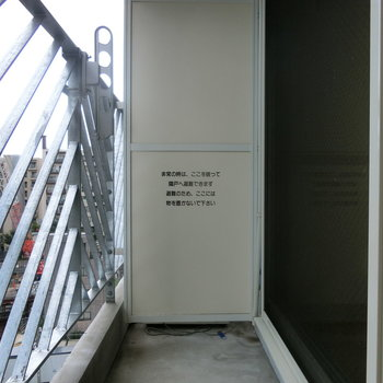 お洗濯はゆったり干せますね※写真は8階の同間取り別部屋のものです