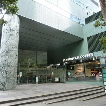 近くにはカフェも。