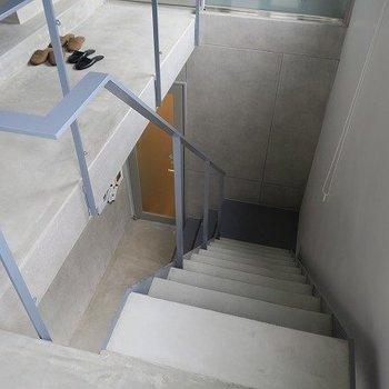 エレベーターもありますが、2階であれば階段でも