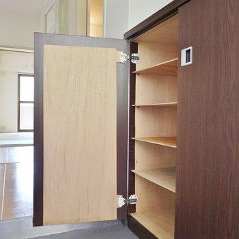 シューズボックス設置で玄関もすっきり。