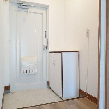 玄関前のスペースにスリッパラックも置けそう。