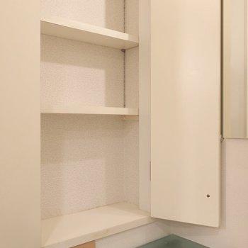 ここにはスキンケア用品などをね(※写真は4階の同間取り別部屋のものです)