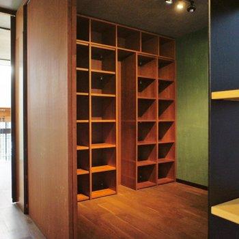 三階のフロアには書斎