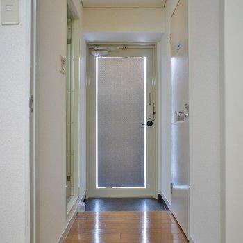 広い玄関。