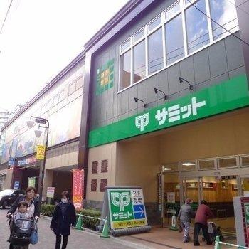 バスに乗って、新小岩駅前へ。サミットが大きい!
