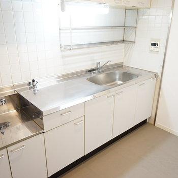 キッチンもかなりの大きさがあります!
