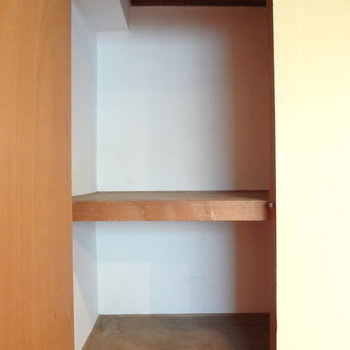 収納スペース。少し小さいので、他に収納グッズが必要かも。