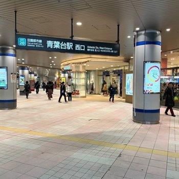 駅直結にも商業施設があります。