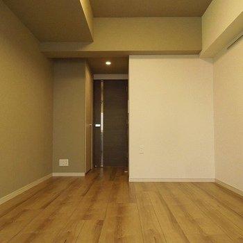 ドアのデザインがGood スタイリッシュ空間 ※写真は別部屋です
