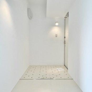 玄関はゆったりした広さで、シューズボックスもしっかり置けます。