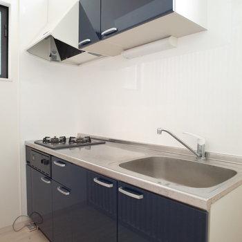 キッチンは大きめ!収納もたくさんです(※写真は1階の同間取り別部屋のものです)