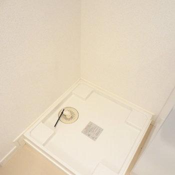 洗濯機置き場は洗面台の横。