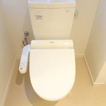トイレは洗濯機置き場の横。
