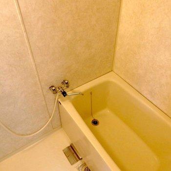 お風呂の壁紙、掃除しやすそう。