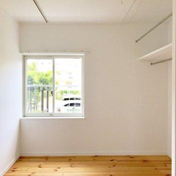 寝室はコンパクトめ…※写真は前回募集時のものです