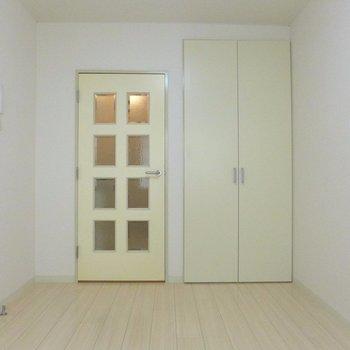 このドアがツボ///※写真は1階の同間取り別部屋のものです。