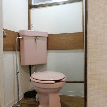 トイレはコンパクトな収まり。