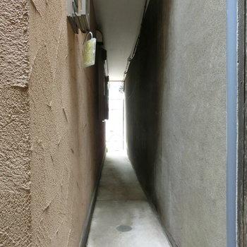 玄関から外に出るとこの景色。