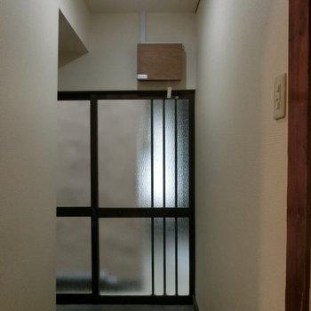 和風の玄関扉。引き戸です。