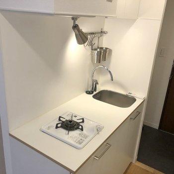 キッチンも、かわいい!!一口でもスペースはしっかり◎※写真はクリーニング前