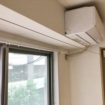 雨の日も安心、室内洗濯干し用のワイヤーもあるんです!※写真はクリーニング前