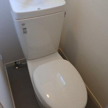 トイレも新品!今回はウォシュレットが付きますよ!やったー!