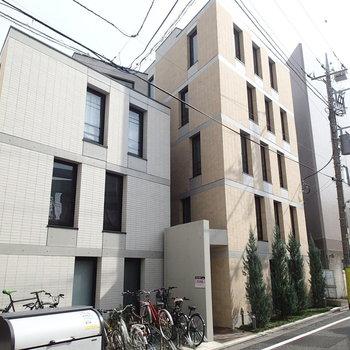 2つの建物に見えて実は1つの建物なんです。※写真は前回募集時のものです