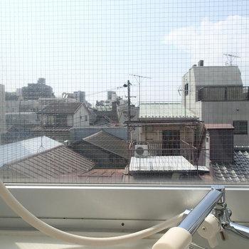 お風呂からの景色が良い!一応カーテンで覆えるようになっています