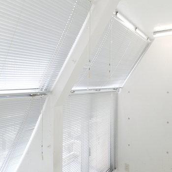 斜めの窓は全部で4つ。