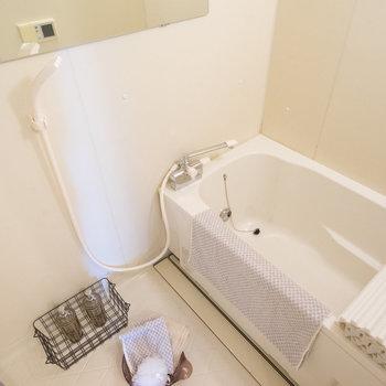 お風呂には長尺ミラー、水栓を交換※写真はイメージです