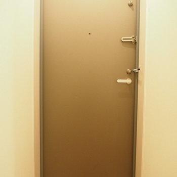 玄関もシンプルに