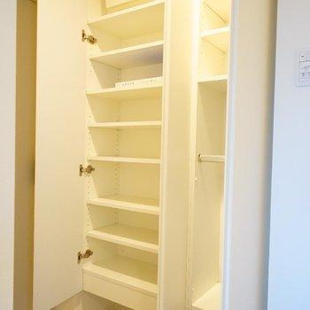 靴箱はこちらに。※写真は6階の同間取り別部屋