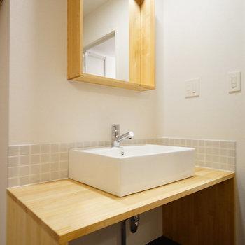 洗面台は使いやすく幅広〇