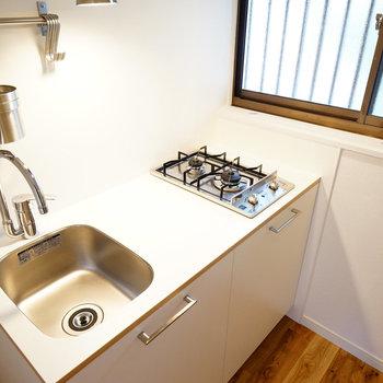 2口ガスキッチンはシンプルデザインのTOMOSオリジナル◎※前回募集時の写真です