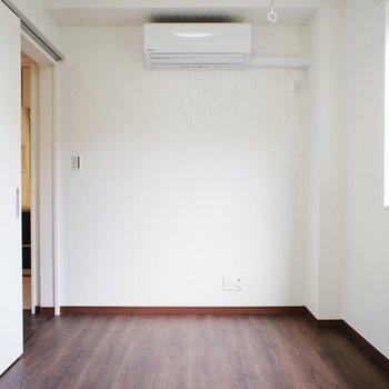 【洋室5.4帖】エアコン完備 ※写真は前回募集時のものです