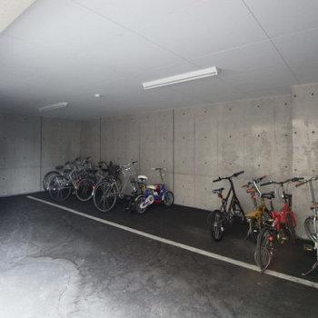 自転車置き場ももちろんありますよう。