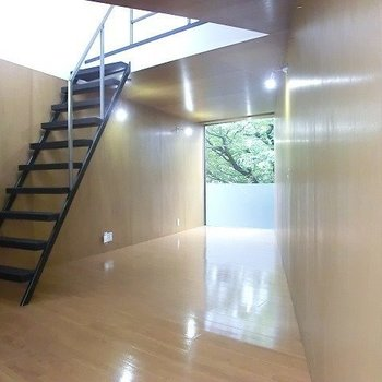 2階はブラウンを基調としています。※写真は別部屋です