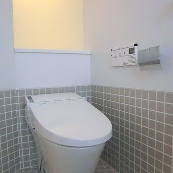 タイルのトイレ。※写真は別部屋です
